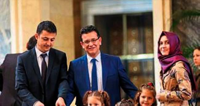 Milletvekili Uslu ailecek rozet taktı