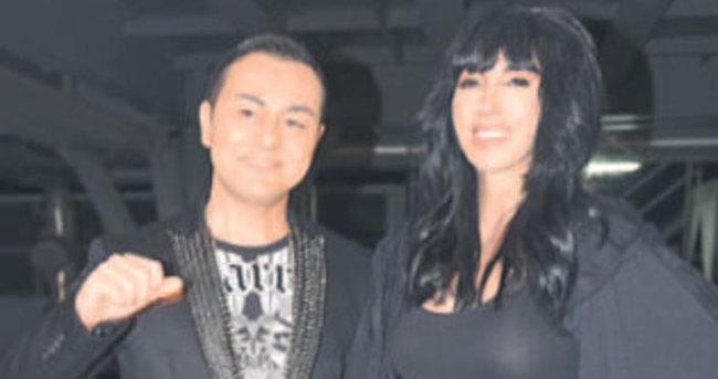 Hande Yener ile Serdar Ortaç siyahlara büründü