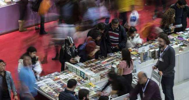 Ünlü yazar ve şairler İstanbul Kitap Fuarı'nda