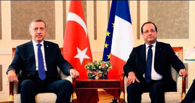 Erdoğan'dan Hollande'a telefon: Yanınızdayız