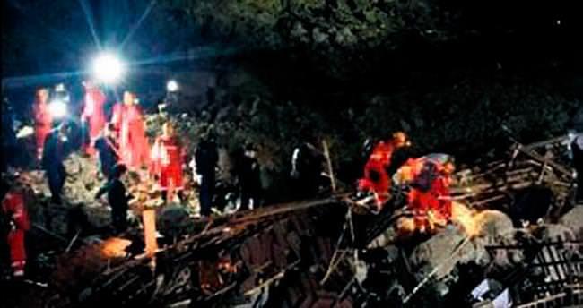Önce deprem sonra heyelan: 4 ölü 33 kayıp