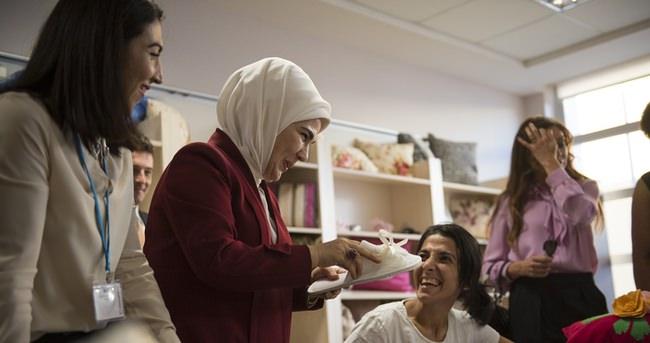 Emine Erdoğan Mülteci Kadınlar Paneli'nin açılış konuşmasını yaptı