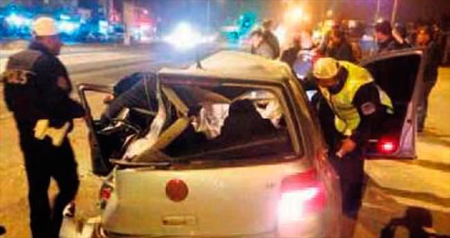 Otomobil TIR'a çarptı: 4 yaralı