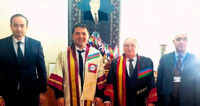 Azerbaycan'dan Türk diş hekimine büyük onur