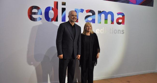Arnavutluk Başbakanı İstanbul'da sergi açtı