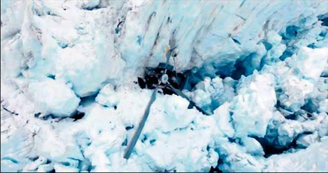 Gezi helikopteri buzula çakıldı: 7 ölü
