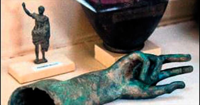 Amisos Hazineleri altın işlemeleriyle ilgi görüyor