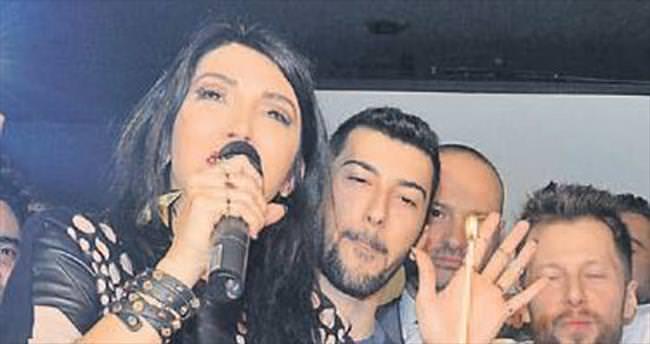 Hande Yener oğlunu işe aldı