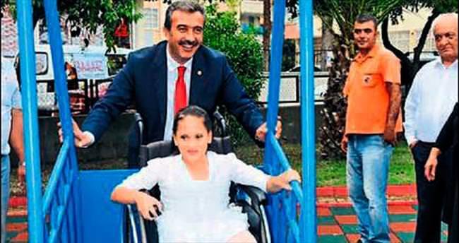 Engelli çocuklara özel salıncaklar kuruluyor