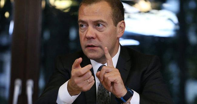 Medvedev'den küstah tehdit