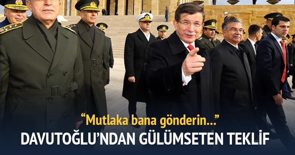 Davutoğlu'ndan gazetecilere gülümseten teklif