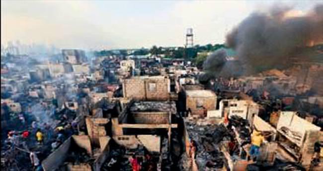 Filipinler'de 800 ev yandı