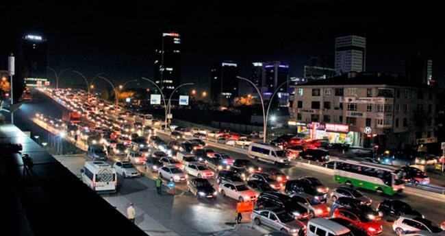 Işıklar söndü trafik durdu