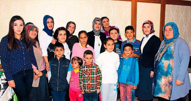 AK Parti'li kadınlar çocukları unutmadı, onlarla yemek yedi