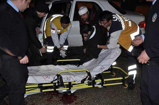 Durdurdukları aracın sürücüsüne kurşun yağdırdılar