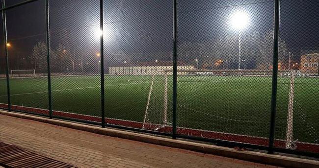 Futbol oynarken kalp krizi geçiren kişi öldü