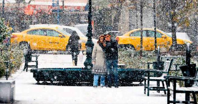 Başkente yılın ilk karı düştü