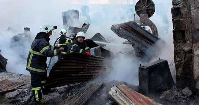 Adana'da, keresteciler sitesinde yangın