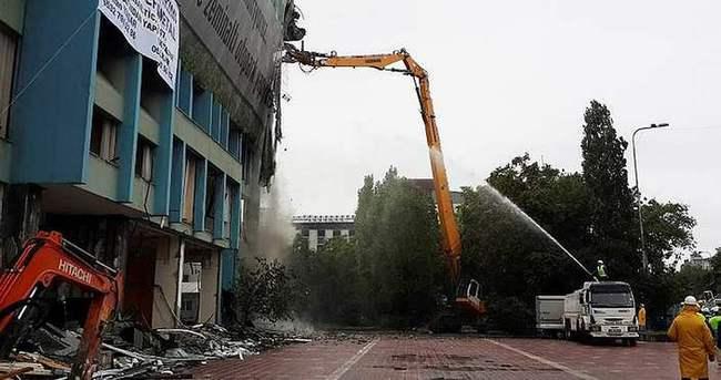 İSKİ binasının yıkımı