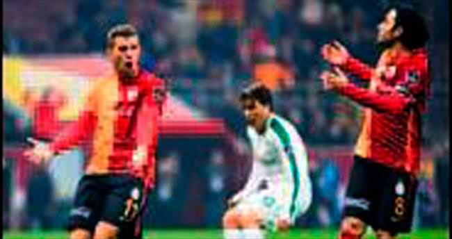 Sneijder'e alkış takıma tepki!.