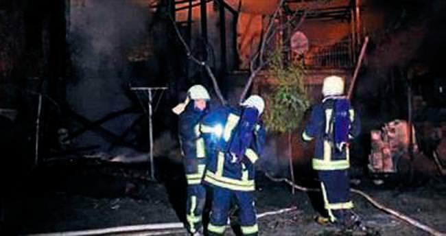 Acıpayam'da ev yandı, 1 kişi öldü