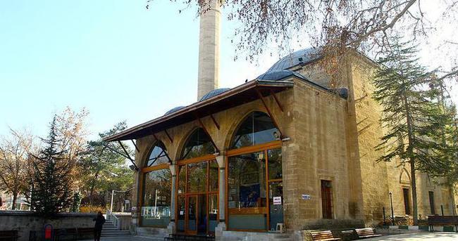 Aktekke Camii ziyaretçileri bekliyor