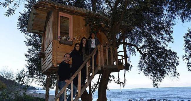 'Ağaç ev'de doğanın tadını çıkartıyorlar