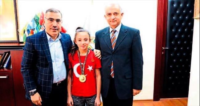 Şampiyondan Başkan Mahmut Çelikcan'a ziyaret