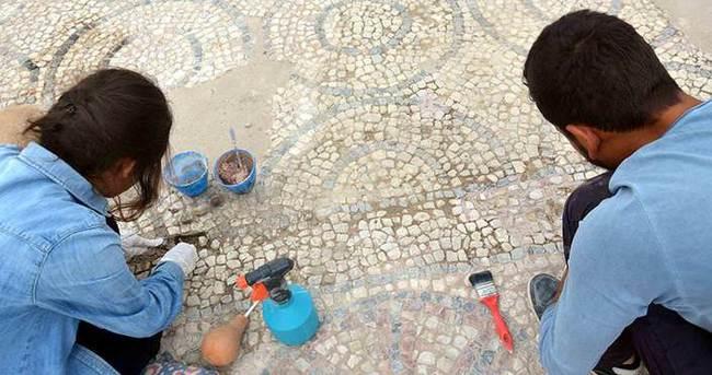 Bizans mozaiklerine bilimsel dokunuş