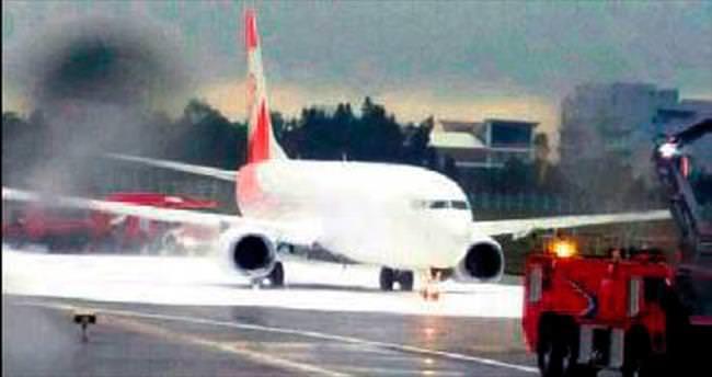 İtfaiyeciler yanmayan uçağa köpük sıktı