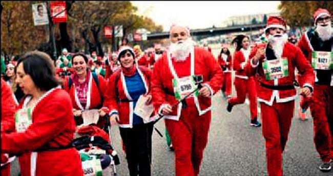10 bin Noel Baba koştu
