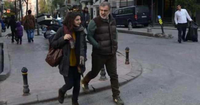 Baba kız yürüyüşte