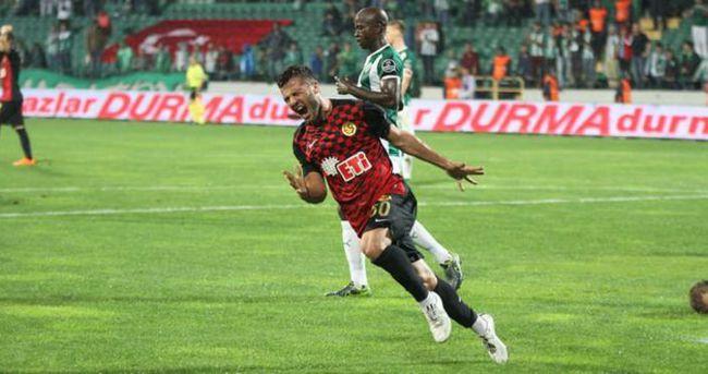 Özgür Çek, Eskişehirspor'dan ayrıldı