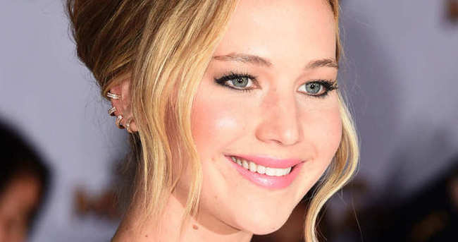 Jennifer Lawrence anne oluyor!