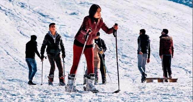 Hakkâri'de kayak bir başka güzel!