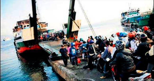 5 metrelik dalga motor batırdı: 3 ölü, 79 kayıp