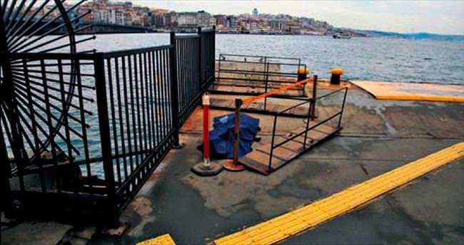 Eminönü'nde denizden erkek cesedi çıkarıldı