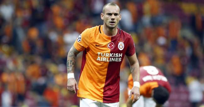 Sneijder hazırlıyor, Podolski atıyor