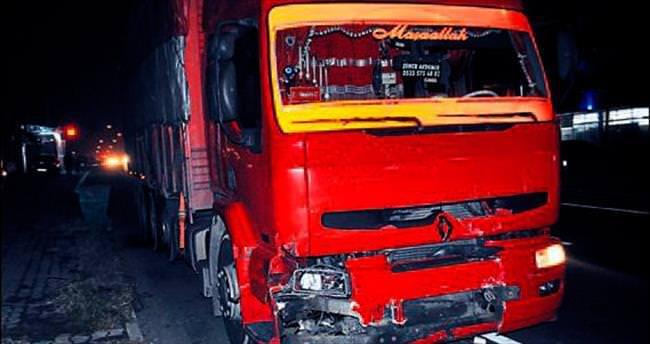 Kamyon ve otomobil çarpıştı: 1 ölü 1 yaralı