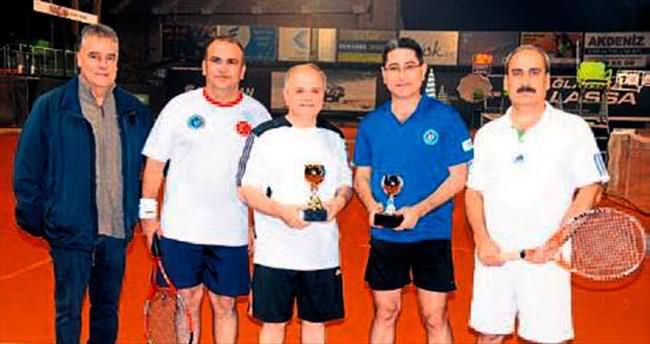 Mersin Cumhuriyet Tenis Kupası VALi ÇAKACAK'ın
