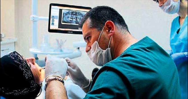 Bornova'da ayda 150 diş implantı yapılıyor