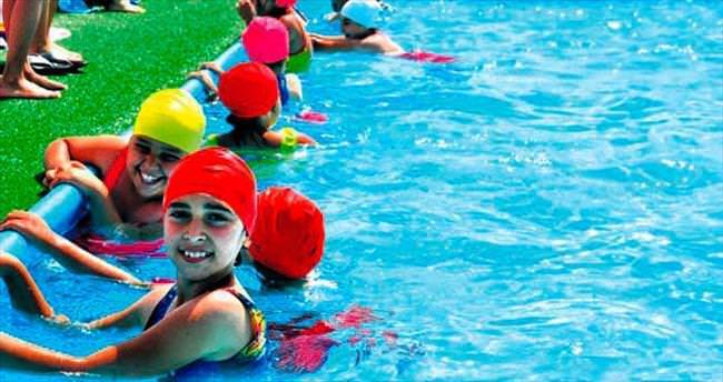Haydi çocuklar yüzmeye