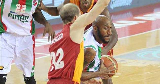 Galatasaray yenilgiye rağmen zirvede