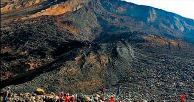 Madende heyelan: 50 işçi toprak altında