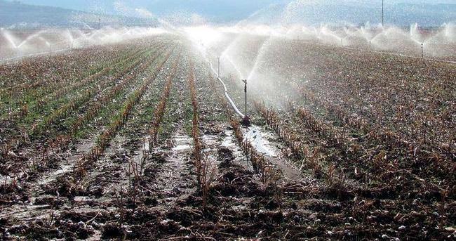 Çiftçiler sularını kendileri çekiyor