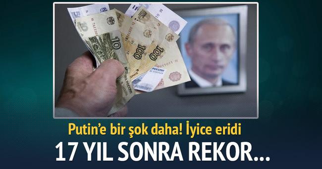 Rusya'da dolar ruble karşısında rekor kırmaya devam ediyor