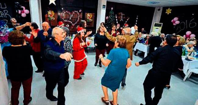 Huzurevi sakinleri yeni yılı kutladı
