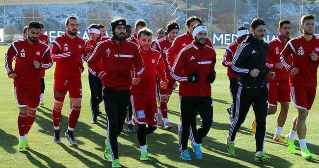 Sivasspor ilk yarıda 35 bin kişiye oynadı