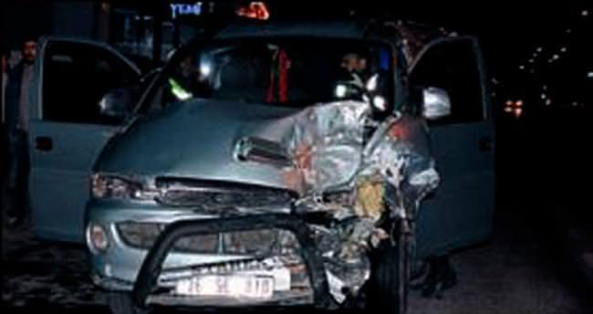 Sığınmacıları taşıyan araç kazaya karıştı