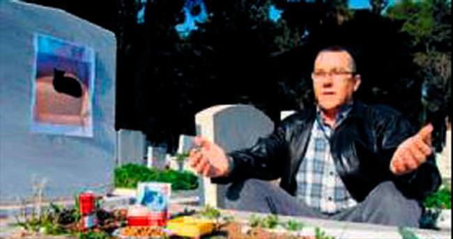 Kayınpederinin mezarına kedisini gömdü